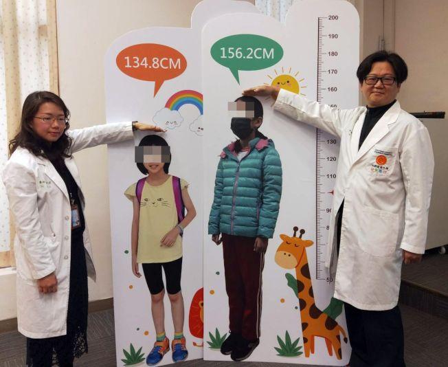 姜姓女童(左二)目前性徵表現屬於正常青春期範圍,身高156.2公分,持續長高中。(圖:中國醫藥大學兒童醫院提供)