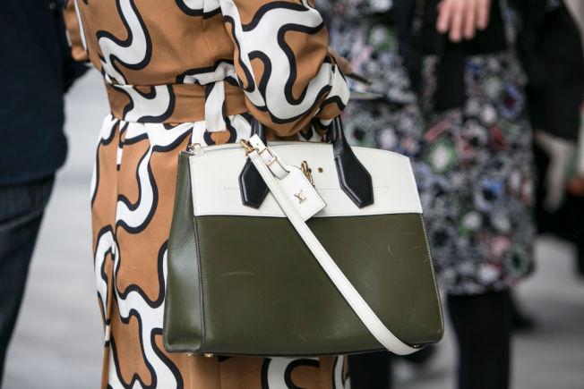 購買奢侈品只為充面子,是不少民眾無法存錢的壞習慣。(Getty Images)
