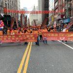 〈圖輯〉華埠新春大遊行 華人舉橫幅高呼「武漢加油」