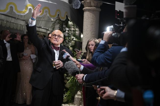 川普總統私人律師朱利安尼,就前副總統白登之子與烏克蘭政府貪腐一事,到參院司委會作證。(美聯社)