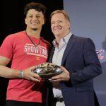 NFL╱酋長談續約 馬霍姆斯可能簽NFL史上最高薪