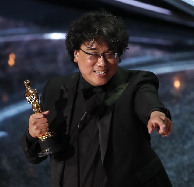 奉俊昊以「寄生上流」奪得最佳導演。(路透)