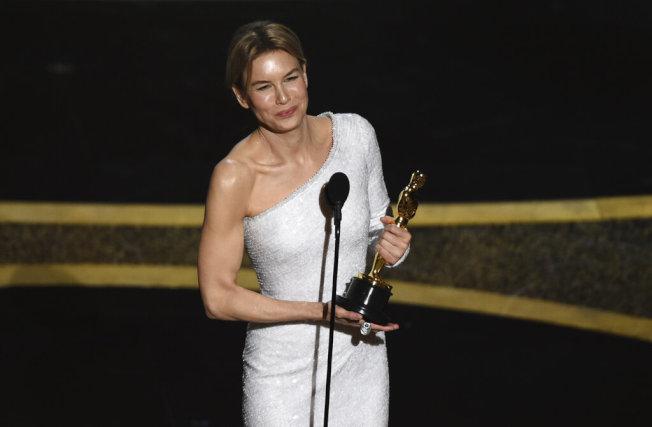 芮妮茲薇格憑藉出演茱蒂嘉蘭的傳記片「茱蒂」獲得影后。(美聯社)