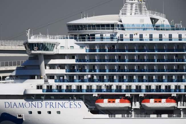 鑽石公主號目前停泊在橫濱港碼頭外防疫隔離。Getty Images