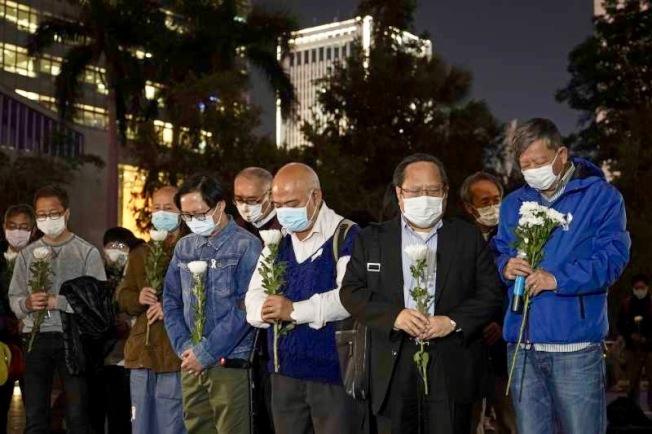 中國民間自發悼念李文亮醫師去世。(美聯社)
