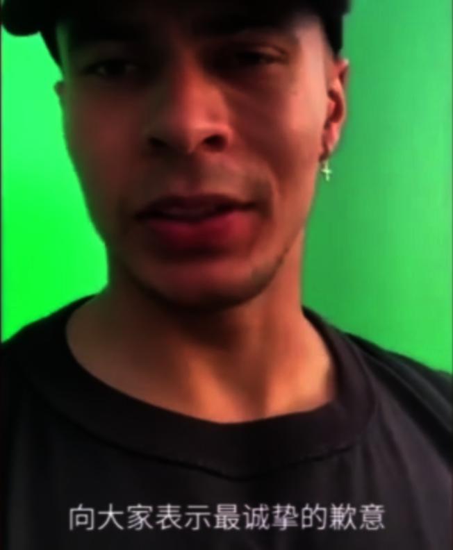 英超熱刺隊球星德勒阿里日前在社交媒體上傳視頻,拍攝不知情的亞洲人嘲諷新冠病毒。(視頻截圖)