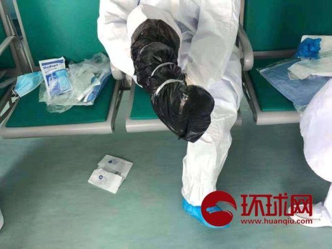 辛勤奮戰的醫護人員,還得克服物資短缺的困難。(取材自環球網)