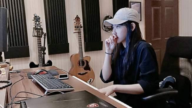 常州台青宋彤創作了一首名為「陪你等天晴」的歌曲,要替武漢加油。圖/常州台協提供