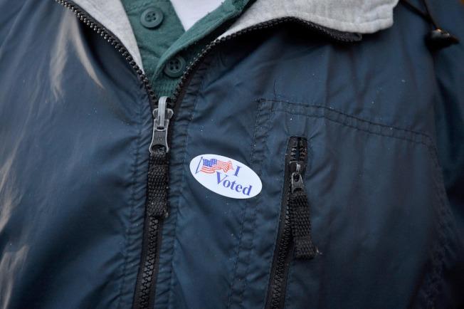 投完票的選民會得到「我投票了」的小貼紙,粘貼在衣服上。(Getty Images)