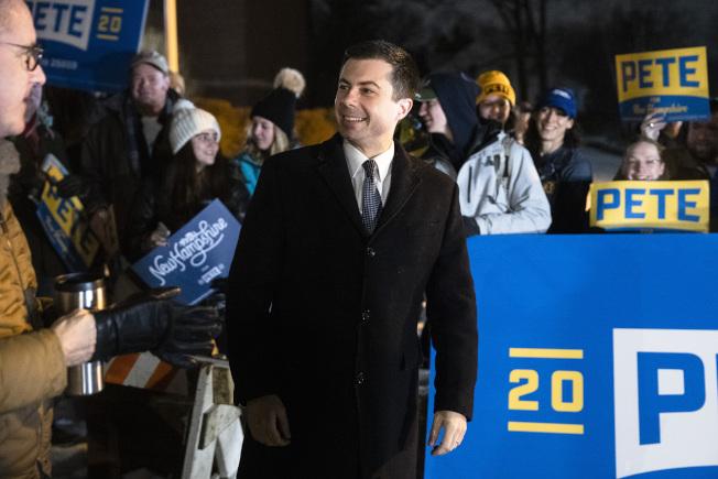 在愛阿華州(Iowa)小勝桑德斯的布塔朱吉(Pete Buttigieg),外出拉票。他表示自己對新罕布夏州初選感覺非常好。(美聯社)