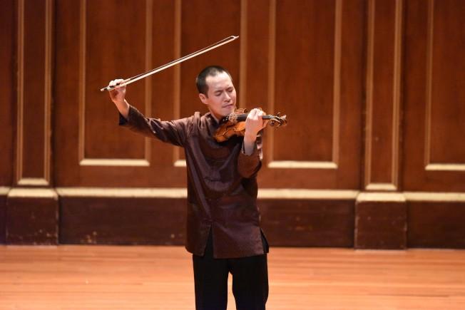 小提琴家林以信在紐英崙音樂學院喬登廳表演。(中華表演藝術基金會提供)