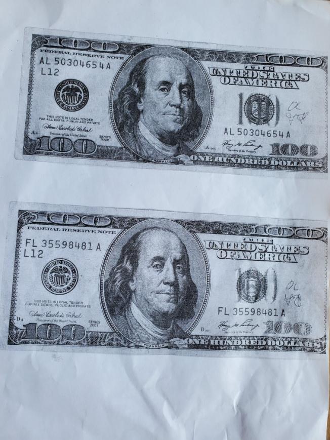 家住蒙市的李女士日前從銀行兌換的2000元現金中,竟發現有兩張假鈔,銀行在拷貝後沒收假鈔做後續調查。(李女士提供)