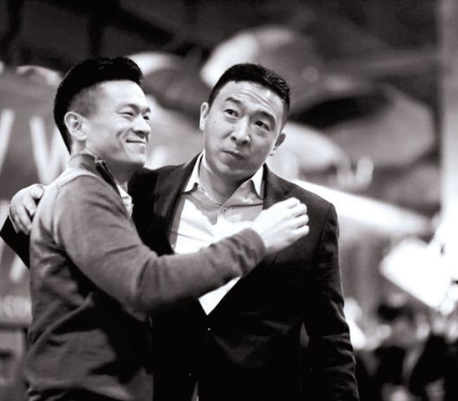 楊安澤(右)因初選結果不理想,11日宣布退出民主黨總統初選,羅達倫(左)期待他未來有更多作為。(圖:羅達倫提供)