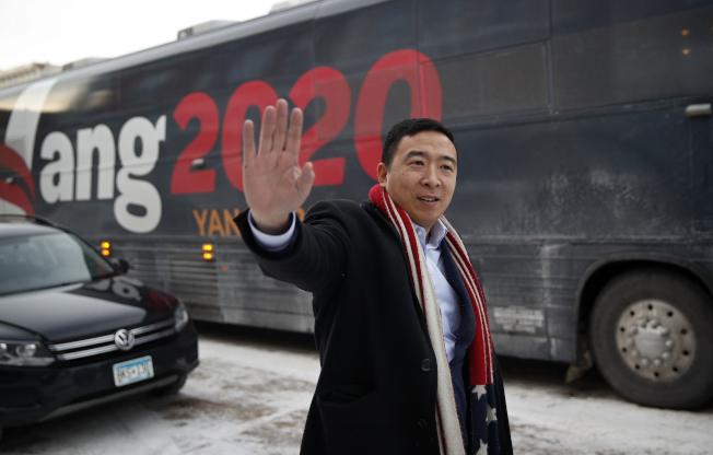 楊安澤的競選巴士開到愛阿華州。(美聯社)