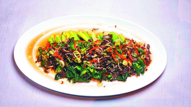 梅菜蒸芥蘭。(記者董俞佳/攝影)