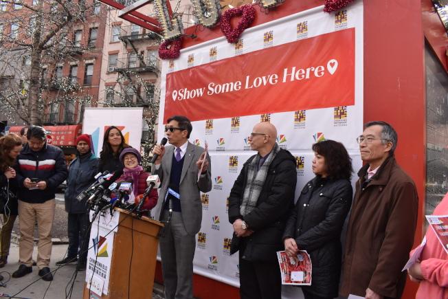 华埠共同发展机构、华埠商改区12日宣布,在即将到来的情人节举办活动,吸引人气。(记者颜嘉莹/摄影)