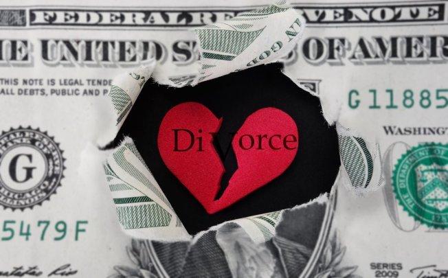 许多失婚妇女就算自己没有工作纪录,也可申请社会安全的配偶福利。此外,也应在离婚前开个个人退休帐户,以存放得自配偶的退休资金。(取自推特)