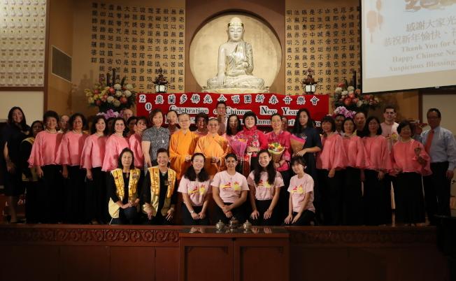 奧蘭多佛光合唱團新春音樂會圓滿,參與表演人員合影。(Ricardo Ramirez/攝影)