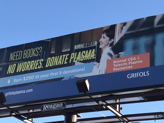 過去10年來,越來越多美國人窮到賣血,總部在西班牙的葛瑞佛斯和其他公司,則每年賺好幾億美元。圖為該公司徵求賣血的廣告。( 取自推特)