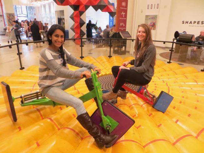 「方輪」腳踏車備受孩子們歡迎。(取自美國數學博物館臉書)