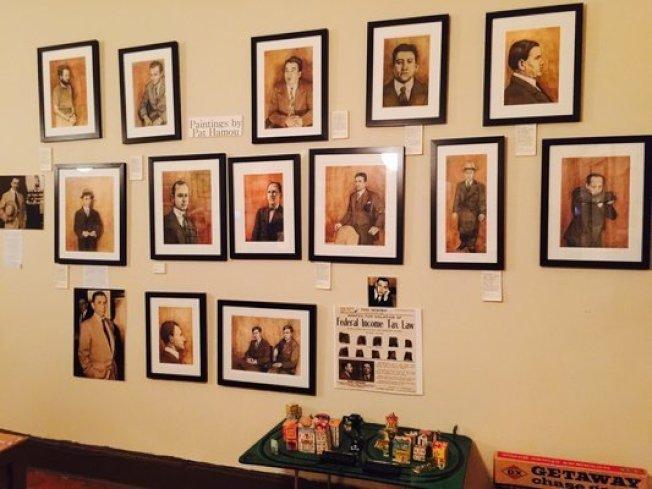 美國黑幫博物館掛著歷年全國知名的黑幫大佬肖像。(取自博物館官網)