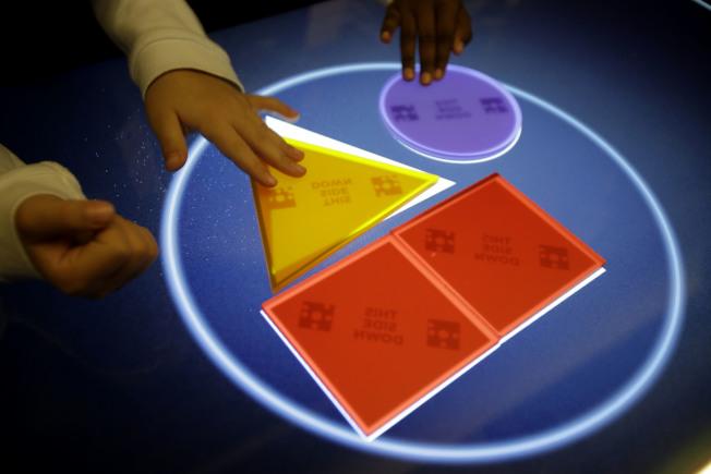 美國數學博物館通過遊戲設計和互動體驗,培養孩子們對數學的好奇和興趣。(美聯社)