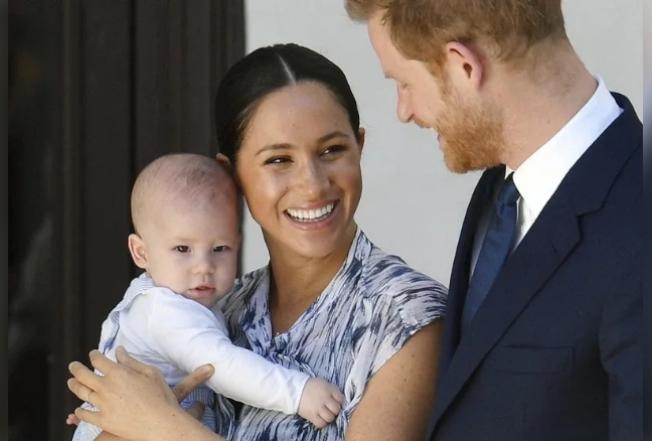 僅管哈利夫婦退出王室,傳出英國女王仍要求兩人務必帶兒子亞契出席下月的國協日慶典。(歐新社)