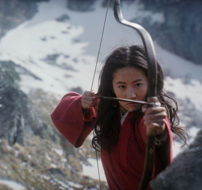 劉亦菲在<a href=http://huaxacaixun.com/Ent/2/ target=_blank class=infotextkey>電影</a>中的許多鏡頭都是親自上陣。 (取材自IMDb)
