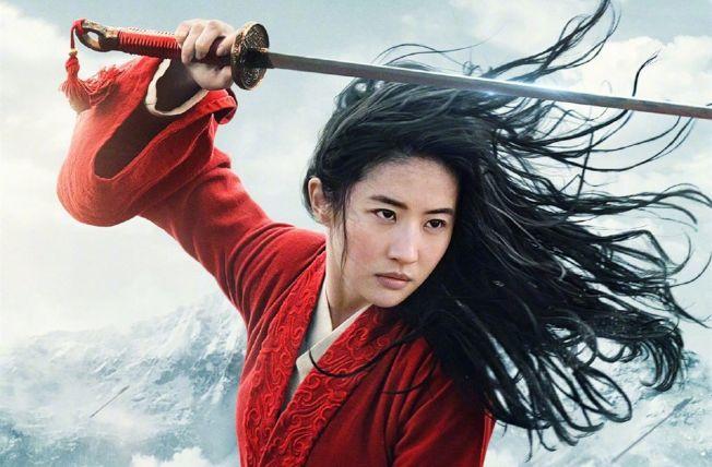 劉亦菲飾演《花木蘭》真人版<a href=http://huaxacaixun.com/Ent/2/ target=_blank class=infotextkey>電影</a>,獲攝影師高度稱贊。 (取材自IMDb)
