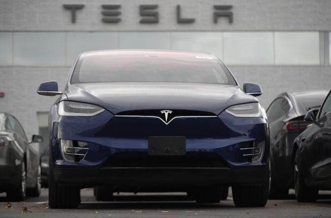 特斯拉宣布,將召回2016年10月前出廠的Model X車輛,以更換動力轉向零件。  美聯社