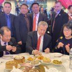 市長白思豪造訪法拉盛 享用中餐支持商家