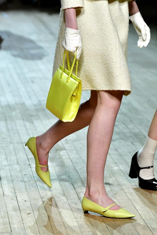 瑪莉珍鞋款的端莊與乖巧,則是保留了濃厚復古風。圖/Marc Jacobs提供