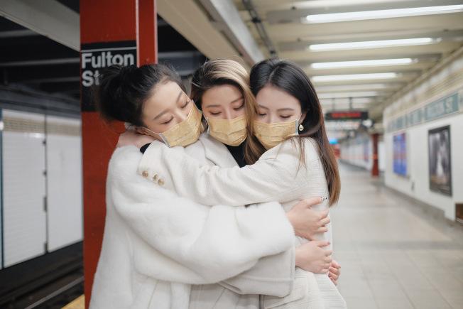 為了弭平近日因亞裔戴口罩而造成的仇恨犯罪,Lux & Dolls開始一場名為「Lux Upon the World」的運動。(Lux & Dolls提供)