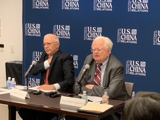布萊克威爾(右)表示,美國避免過度渲染對仇中情緒,同時應該舉全國之力正面應對來自中國的挑戰。(記者和釗宇/攝影)