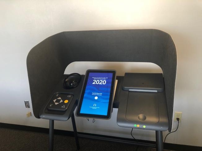 洛縣今年全面啟用的電子投票機。(記者胡清揚/攝影)