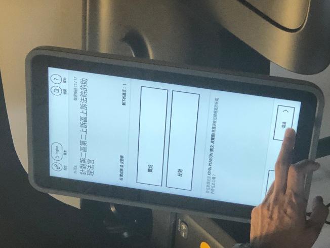 洛縣今年全面啟用電子投票機。(記者胡清揚/攝影)