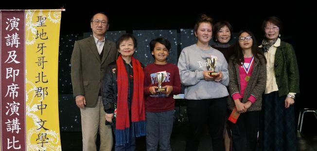 雙語B組得獎者合影。(北郡中文學校提供)