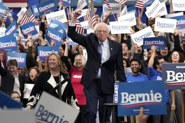 參議員桑德斯在經過兩州初選後,已經領跑民主黨其他總統參選人。(TNS)
