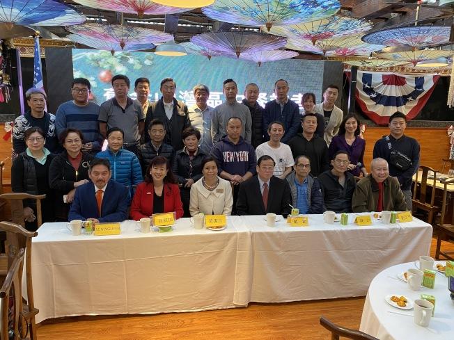 多間灣區中餐飲業者13日召開聯合記者會,呼籲華人不要恐慌,要繼續上餐館吃飯。(記者李榮/攝影)