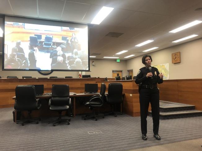 佛利蒙警局召開社區會議,介紹治安現況。(記者李榮/攝影)