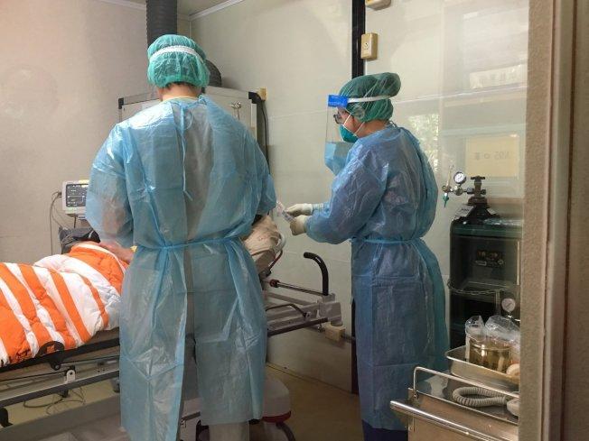 台第10例新型冠狀病毒確診個案臨床症狀改善、三套採檢皆呈現陰性,目前恢復狀況良好。(本報資料照片)