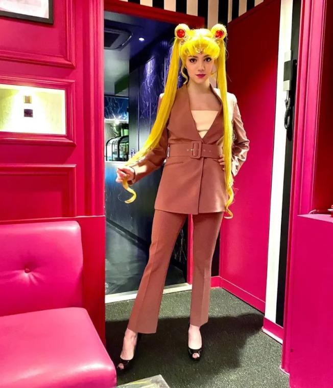 伊芙妍雅戴上月光仙子的假髮,獲得粉絲們的喜愛。取材自Instagram