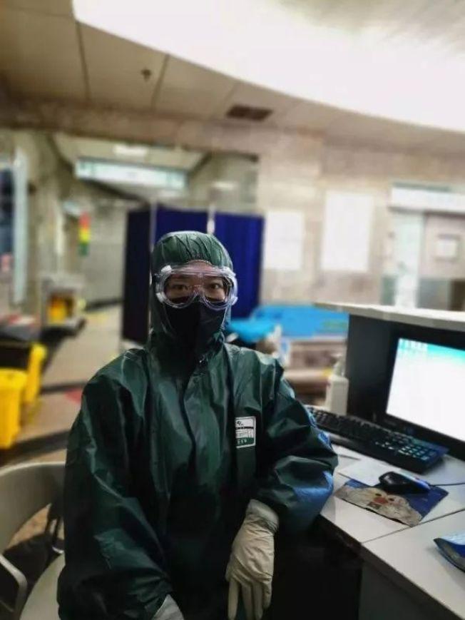 武漢一名感染新冠病毒的急診科護士賈娜,居家隔離11天後已經痊癒,目前也重新回到工作崗位。(取自央視新聞)