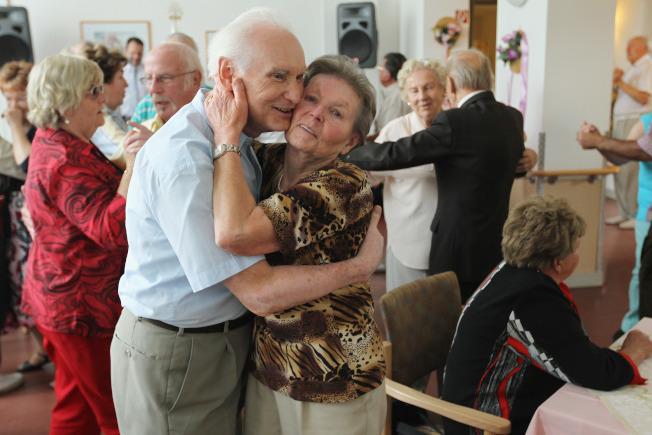 報告指出,40年後,即2060年時,美國居民差不多有四分一是在65歲以上,而平均壽命將達到85歲的歷史新高。(Getty Images)