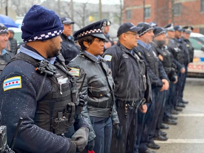 數十名警察到場致哀。(特派員黃惠玲/攝影)