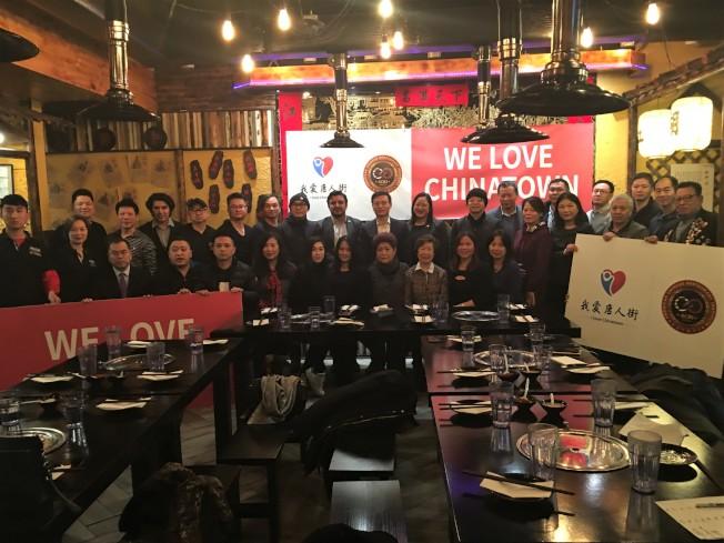 華埠12日舉行「我愛唐人街」討論會,數十位商家代表出席。(高潔/攝影)