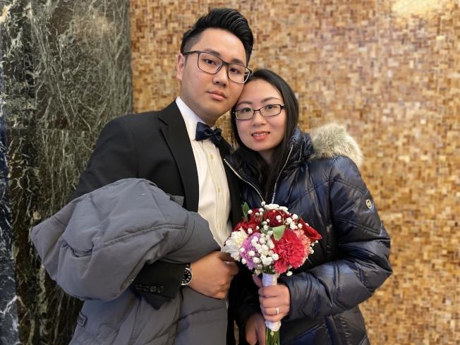 婚姻登記大廳也不乏華裔情侶,選在浪漫的情人節互許終身。(記者鄭怡嫣/攝影)