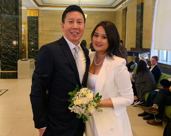 來自香港的董Jonathan(左)和陳Rosa情人節當日在紐約登記結婚。(記者鄭怡嫣/攝影)