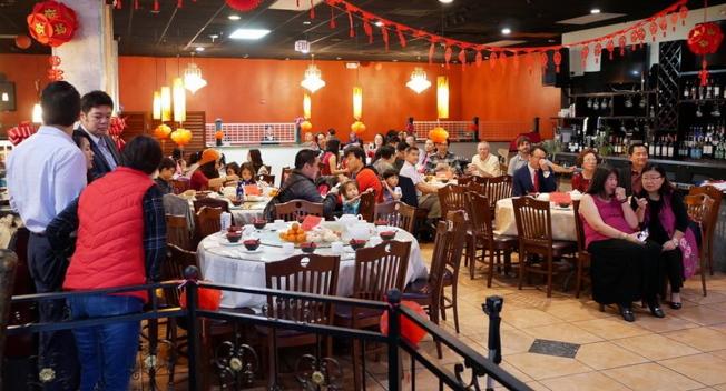 中佛州中美協會慶祝春節餐會活動現場一景。(劉程驥提供)