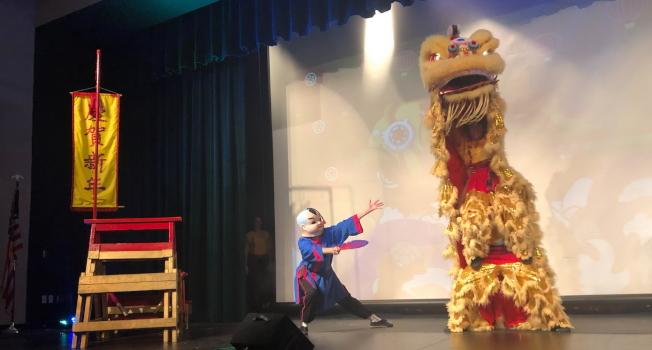華林武術館(Wah Lum Kung Fu)的洋弟子表演舞獅。(孫博先提供)